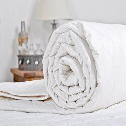 Одеяла , покрывала ,подушки
